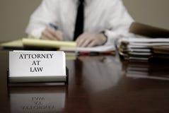 Νέος πληρεξούσιος δικηγόρων στις διαπραγματεύσεις επιχειρηματιών γραφείων Στοκ Φωτογραφίες