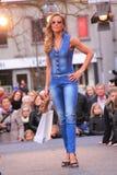 Νέος στενός διάδρομος θερινής μόδας Στοκ εικόνα με δικαίωμα ελεύθερης χρήσης