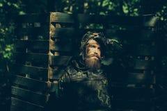 Νέος στρατιώτης με το πυροβόλο όπλο Στοκ Εικόνες