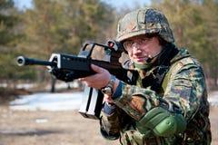 Νέος στρατιώτης στην περίπολο Στοκ φωτογραφίες με δικαίωμα ελεύθερης χρήσης