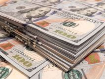 Νέος σωρός εκατό Bill δολαρίων Στοκ Εικόνα