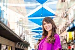 Νέος τουρίστας γυναικών Plaza del Sol Στοκ φωτογραφία με δικαίωμα ελεύθερης χρήσης