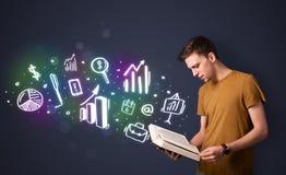 Νέος τύπος που διαβάζει ένα βιβλίο με τα επιχειρησιακά εικονίδια Στοκ εικόνες με δικαίωμα ελεύθερης χρήσης
