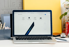 Νέος φραγμός αφής αμφιβληστροειδών του MacBook Pro, όλοι για τα specs Στοκ Εικόνες