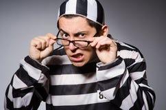 Νέος φυλακισμένος ενάντια σε γκρίζο Στοκ εικόνες με δικαίωμα ελεύθερης χρήσης