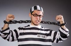 Νέος φυλακισμένος στις αλυσίδες ενάντια σε γκρίζο Στοκ εικόνα με δικαίωμα ελεύθερης χρήσης