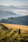 Νέος φωτογράφος στα βουνά στοκ εικόνες με δικαίωμα ελεύθερης χρήσης
