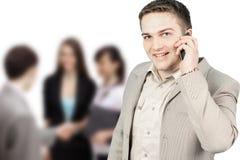 Νέος χαμογελώντας επιχειρηματίας που καλεί το τηλέφωνο στο λευκό Στοκ εικόνα με δικαίωμα ελεύθερης χρήσης