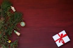 Νέος χειμώνας διακοπών διακοσμήσεων ντεκόρ δώρων έτους χριστουγεννιάτικων δέντρων υποβάθρου Χριστουγέννων στοκ εικόνες