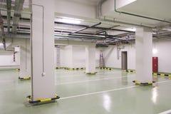 νέος χώρος στάθμευσης υπό& Στοκ Φωτογραφία
