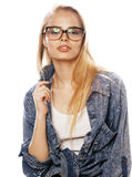 Νέος όμορφος έφηβος κοριτσιών στα γυαλιά στο λευκό Στοκ φωτογραφία με δικαίωμα ελεύθερης χρήσης