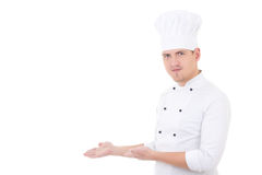 Νέος όμορφος αρχιμάγειρας ατόμων ή που παρουσιάζει κάτι που απομονώνεται που παρουσιάζει Στοκ Φωτογραφία