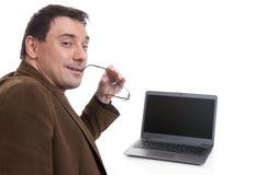 Νέος όμορφος επιχειρηματίας με ένα lap-top Στοκ Φωτογραφία