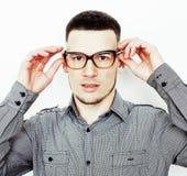 Νέος όμορφος εφηβικός τύπος hipster που θέτει το συναισθηματικό, ευτυχές smili Στοκ Φωτογραφία
