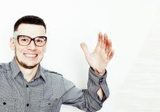 Νέος όμορφος εφηβικός τύπος hipster που θέτει το συναισθηματικό, ευτυχές smili Στοκ Εικόνες