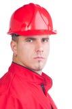 Νέος όμορφος μηχανικός με το σκληρά καπέλο και τα εργαλεία και στις φόρμες Στοκ Εικόνα