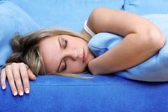 Νέος ύπνος γυναικών Στοκ εικόνα με δικαίωμα ελεύθερης χρήσης