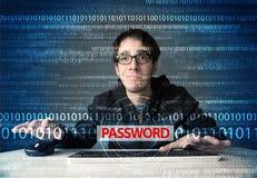 Νέος stealing κωδικός πρόσβασης χάκερ geek Στοκ Φωτογραφία