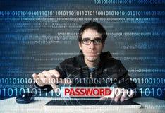 Νέος stealing κωδικός πρόσβασης χάκερ geek Στοκ Εικόνα
