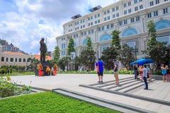 Νέο άγαλμα επίσκεψης τουριστών του Ho Chi Minh στη πόλη Χο Τσι Μινχ Στοκ Φωτογραφία