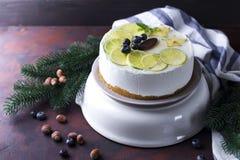 Νέο άσπρο mousse έτους κέικ Στοκ εικόνα με δικαίωμα ελεύθερης χρήσης