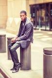 Νέο άτομο αφροαμερικάνων που εγκαθιστά στην οδό στη Νέα Υόρκη, relaxin Στοκ φωτογραφία με δικαίωμα ελεύθερης χρήσης