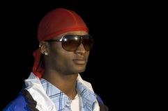 Νέο άτομο αφροαμερικάνων στα γυαλιά ηλίου στοκ φωτογραφία με δικαίωμα ελεύθερης χρήσης