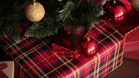 2019 Νέο έτος 2019 Ντεκόρ του νέου έτους, ζωηρόχρωμες γιρλάντες, κάλτσες Χριστουγέννων Χριστουγεννιάτικο δέντρο στο χριστουγεννιά φιλμ μικρού μήκους