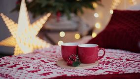 2019 Νέο έτος 2019 Ντεκόρ του νέου έτους, ζωηρόχρωμες γιρλάντες, κάλτσες Χριστουγέννων Χριστουγεννιάτικο δέντρο στο χριστουγεννιά απόθεμα βίντεο