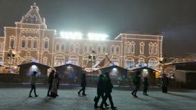 Νέο έτος 2015 Οι άνθρωποι περπατούν στην κόκκινη πλατεία στη Μόσχα φιλμ μικρού μήκους