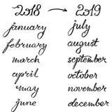 Νέο έτος 2019 που γράφει για το ημερολόγιο, τον αρμόδιο για το σχεδιασμό ή το διοργανωτή - όλοι οι μήνες, αριθμοί έτους ως επίδομ απεικόνιση αποθεμάτων