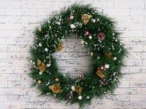Νέο έτος στεφανιών Χριστουγέννων στο υπόβαθρο σύστασης στοκ εικόνα
