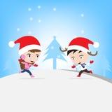 Νέο έτος Χαρούμενα Χριστούγεννας με το χαμογελώντας αγόρι και το κορίτσι μέσα, μπλε υπόβαθρο θέματος χειμερινών διακοπών Στοκ Φωτογραφίες
