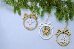 νέο έτος Χριστουγέννων Διακοσμήσεις Χριστουγέννων για ένα χριστουγεννιάτικο δέντρο διακοπές χρωματισμένο φως διακοπών γιρλαντών δ στοκ εικόνες