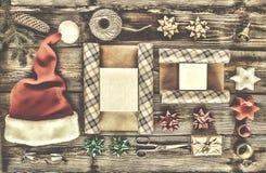 Νέο έτος, Χριστούγεννα, διακοπές, αντικείμενα για τα δώρα συσκευασίας συσκευασίες και δώρα για το νέο έτος Στοκ φωτογραφίες με δικαίωμα ελεύθερης χρήσης