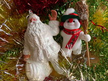 Νέο έτος ` s και Χριστούγεννα Ο Άγιος Βασίλης και ο εύθυμος χιονάνθρωπος Το εσωτερικό του νέου έτους Στοκ εικόνα με δικαίωμα ελεύθερης χρήσης