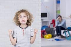 Νέο αγόρι με την κακή διάθεση στοκ φωτογραφίες