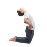 Νέο αγόρι που τεντώνει ή που κάνει τη γιόγκα Στοκ εικόνες με δικαίωμα ελεύθερης χρήσης
