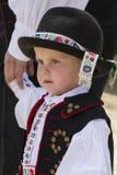 Νέο αγόρι που φορά paloc το λαϊκό κοστούμι σε Holloko Στοκ Φωτογραφίες