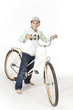 Νέο αγόρι σε ένα αναδρομικό ποδήλατο Στοκ εικόνες με δικαίωμα ελεύθερης χρήσης