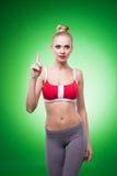 Νέο αθλητικό προκλητικό κορίτσι στοκ φωτογραφία με δικαίωμα ελεύθερης χρήσης