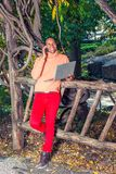 Νέο αμερικανικό άτομο Africain που εργάζεται έξω στο πάρκο στη Νέα Υόρκη στοκ εικόνες