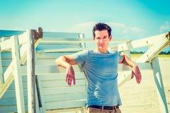 Νέο αμερικανικό ταξίδι ατόμων, που χαλαρώνει στην παραλία σε νέο Jerse Στοκ εικόνες με δικαίωμα ελεύθερης χρήσης