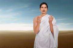 Νέο ασιατικό μουσουλμανικό άτομο με το φόρεμα traditonal ihram Στοκ εικόνες με δικαίωμα ελεύθερης χρήσης