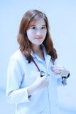 Νέο ασιατικό πορτρέτο γιατρών Στοκ Φωτογραφίες