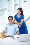 Νέο ασιατικό businesspeople δύο στην αρχή στοκ φωτογραφίες