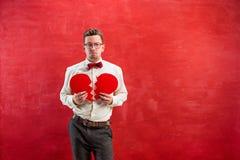 Νέο αστείο άτομο με σπασμένη την περίληψη καρδιά Στοκ Εικόνες