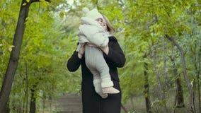 Νέο αυξανόμενο μωρό μητέρων επάνω απόθεμα βίντεο