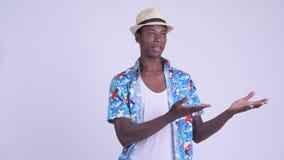 Νέο αφρικανικό άτομο τουριστών που παρουσιάζει κάτι φιλμ μικρού μήκους