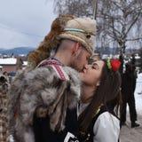 Νέο βουλγαρικό ζεύγος στα λαϊκά κοστούμια στοκ φωτογραφία με δικαίωμα ελεύθερης χρήσης